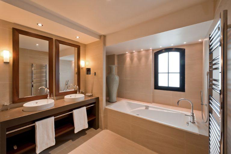 Salle de bain avec baignoire (Junior suite) - Hotel St-Malo