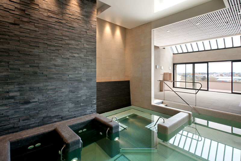 la piscine, bain à jet - Hotel Le Nouveau Monde