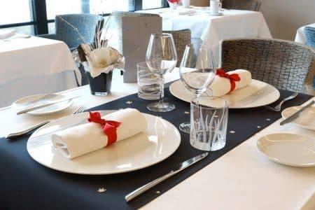 Menu f tes de fin d 39 ann e restaurant saint malo - Restaurant vaise tout le monde a table ...